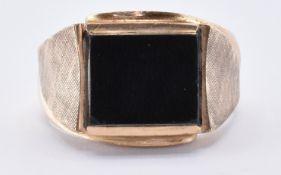 9CT GOLD & ONYX SIGNET RING