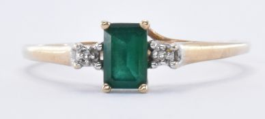 HALLMARKED 9CT GOLD & SYNTHETIC EMERALD RING