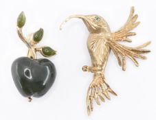 HALLMARKED 9CT GOLD HUMMINGBIRD BROOCH & GREEN STONE APPLE BROOCH