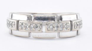9CT WHITE GOLD & DIAMOND LINK RING