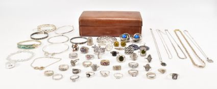 ASSORTMENT OF SILVER & RELATED JEWELLERY