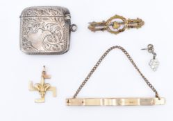 ASSORTMENT OF VICTORIAN & LATER JEWELLERY