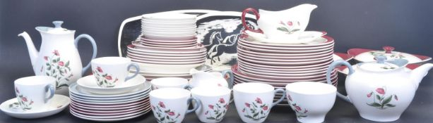 VINTAGE 20TH CENTURY WEDGWOOD DINNER SERVICE IN THE MAYFIELD PATTERN