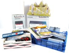 LARGE COLLECTION OF 00 GAUGE MODEL RAILWAY TRAIN SET ITEMS