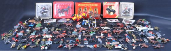 LARGE COLLECTION OF ASSORTED LEAD & PLASTIC TOY SOLDIERS