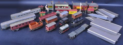 COLLECTION OF VINTAGE TRIANG ROLLING STOCK & TRACKSIDE ACCESSORIES