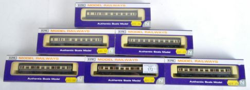 COLLECTION OF DAPOL N GAUGE MODEL RAILWAY CARRIAGES