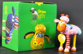 GROMIT UNLEASHED - SHAUN IN THE CITY - FIGURINE STATUE