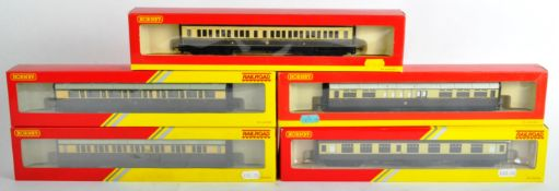 COLLECTION OF X5 HORNBY 00 GAUGE MODEL RAILWAY CARRIAGES