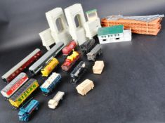 COLLECTION OF ASSORTED 00 GAUGE ROLLING STOCK AND ACCESSORIES