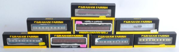 COLLECTION OF GRAHAM FARISH N GAUGE MODEL RAILWAY CARRIAGES