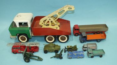 Dinky Supertoys, 501 Foden Diesel 8-Wheel Wagon, red/fawn, Guy 913 Flat Truck with tailboard, blue/