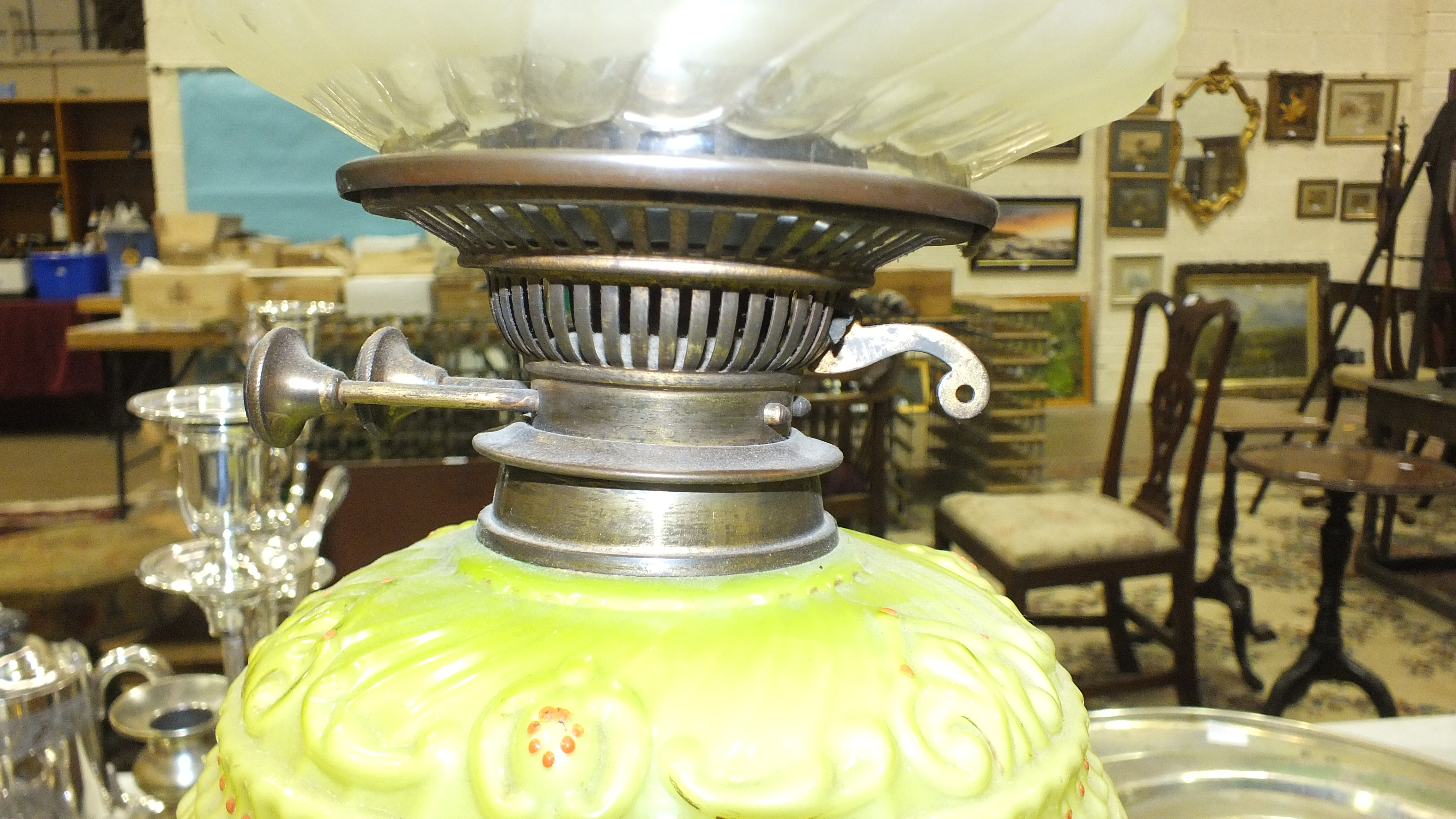 A Victorian brass and copper oil lamp with moulded pale green glass reservoir and etched glass - Image 8 of 14