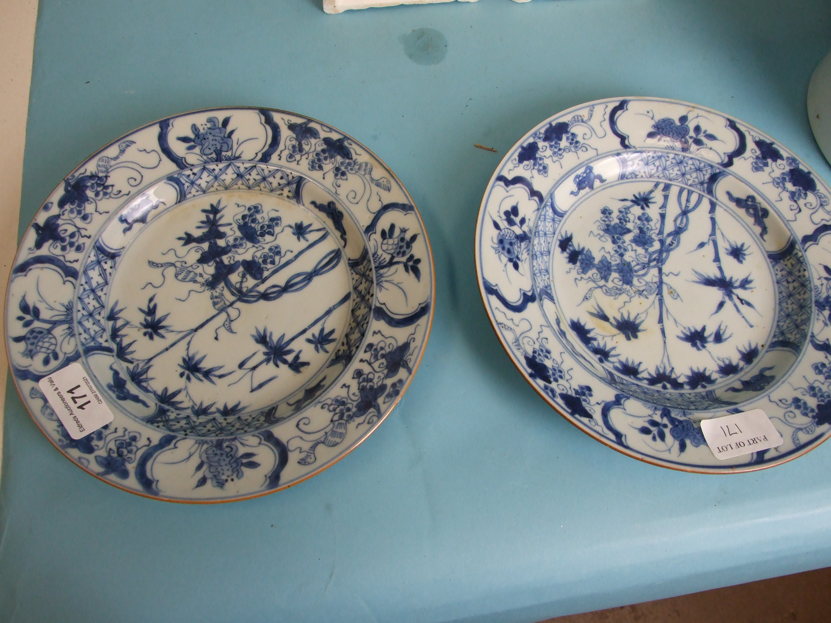 A pair of Chinese porcelain blue and white plates decorated with bamboo and poppy seed heads, 22cm - Image 8 of 8