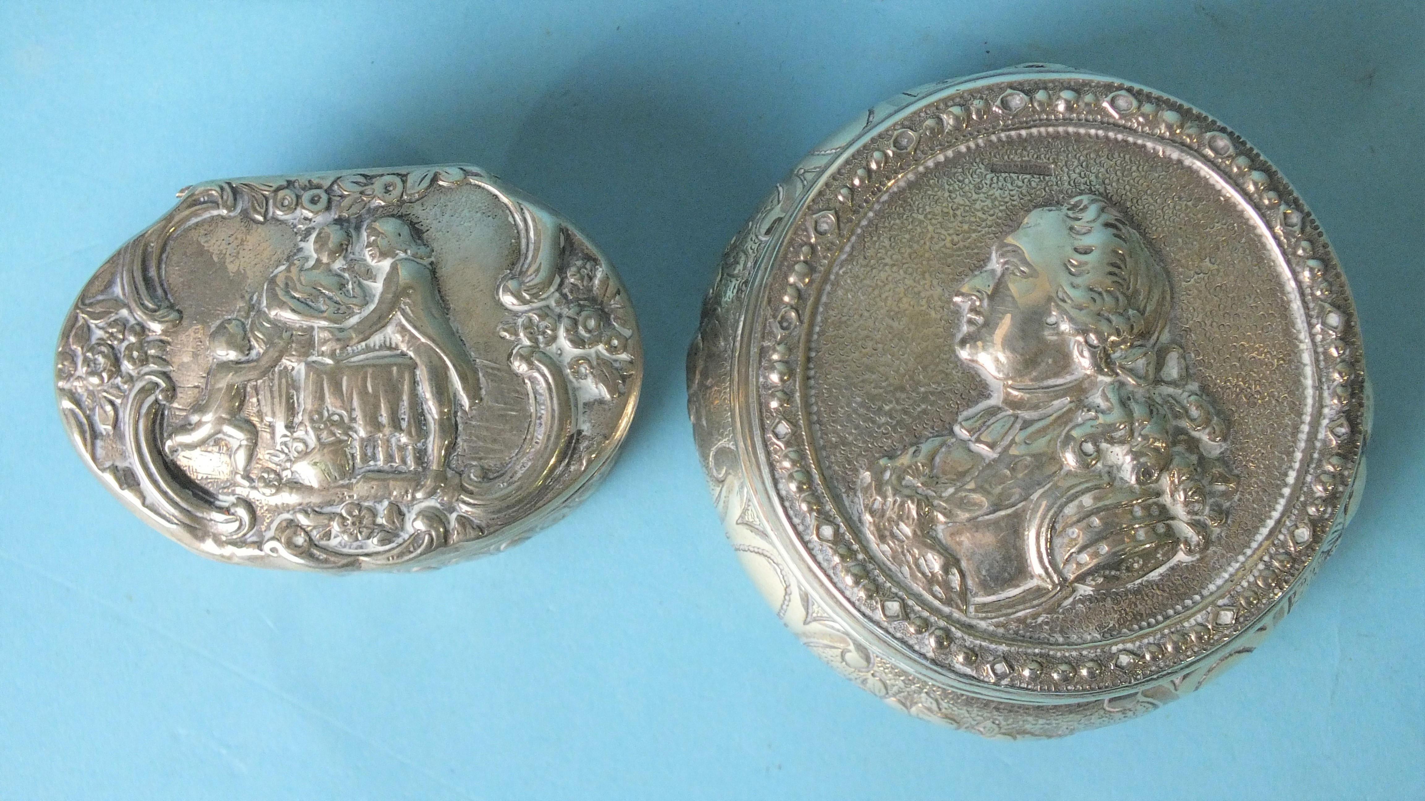 A French circular box and cover, the lid embossed with bust of a nobleman, 7cm diameter, with import - Image 2 of 3