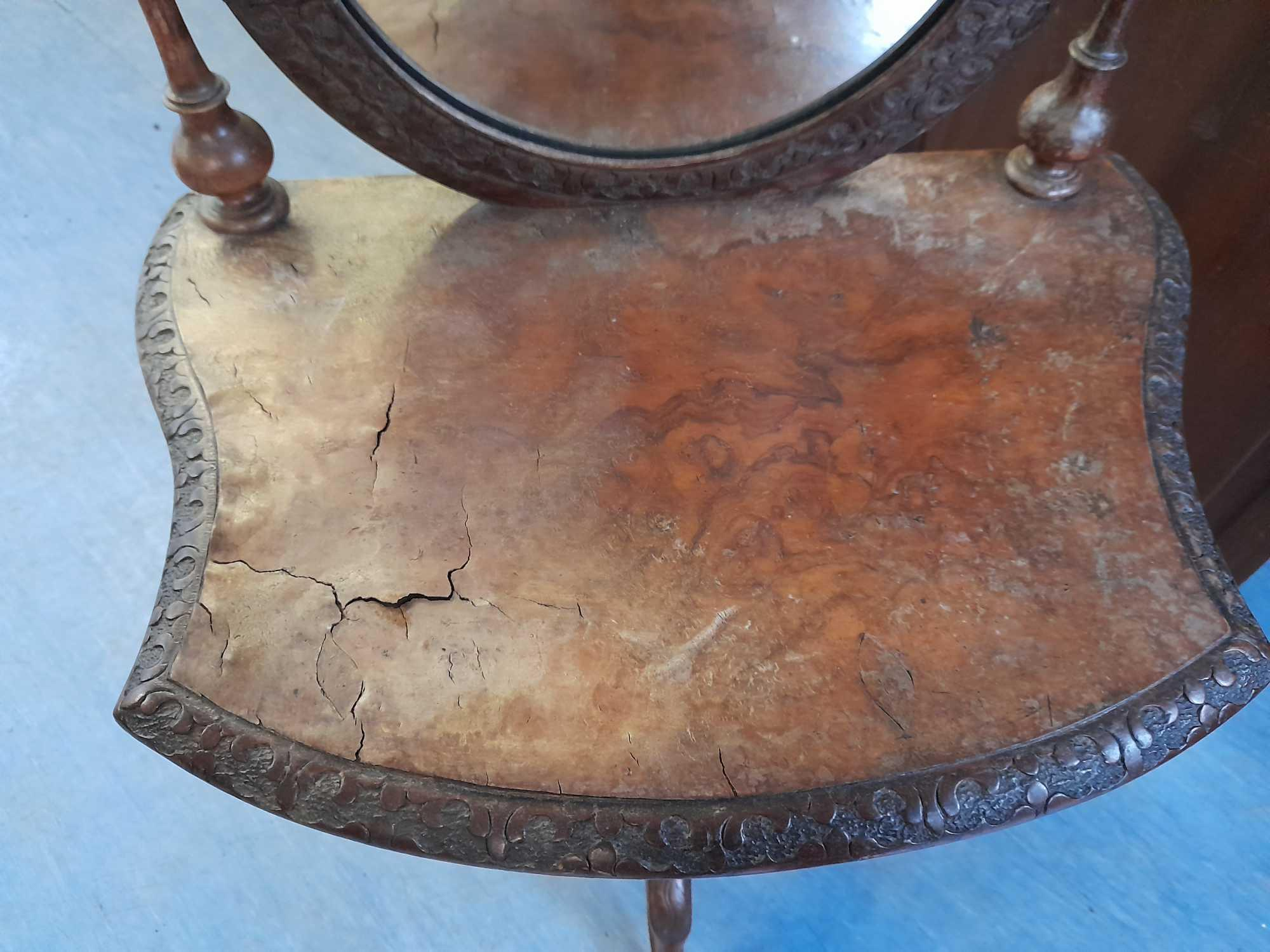 3 LEGGED MIRRORED TABLE (AF) - Image 2 of 4