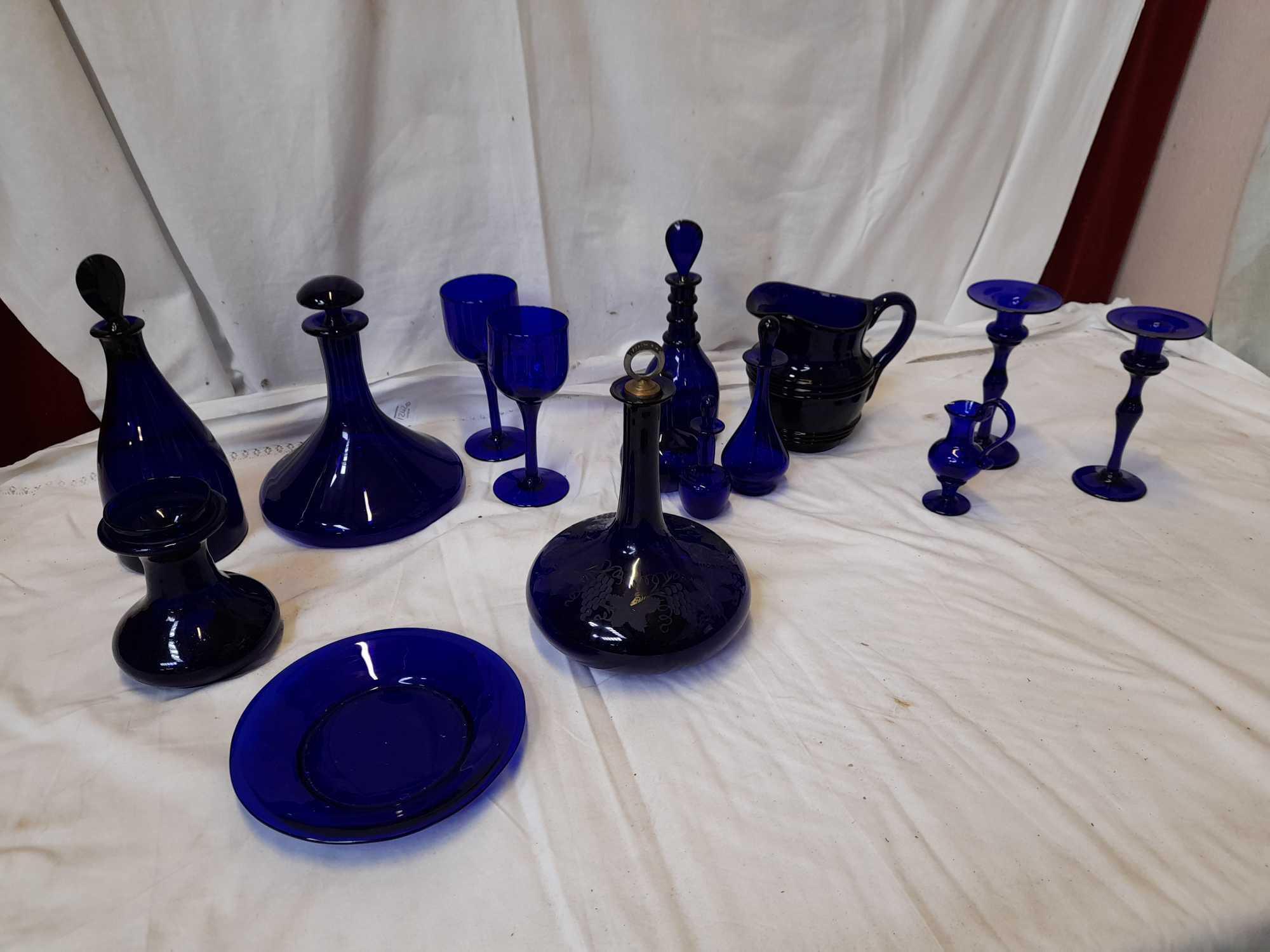 BOX BLUE GLASS WARE (AF)