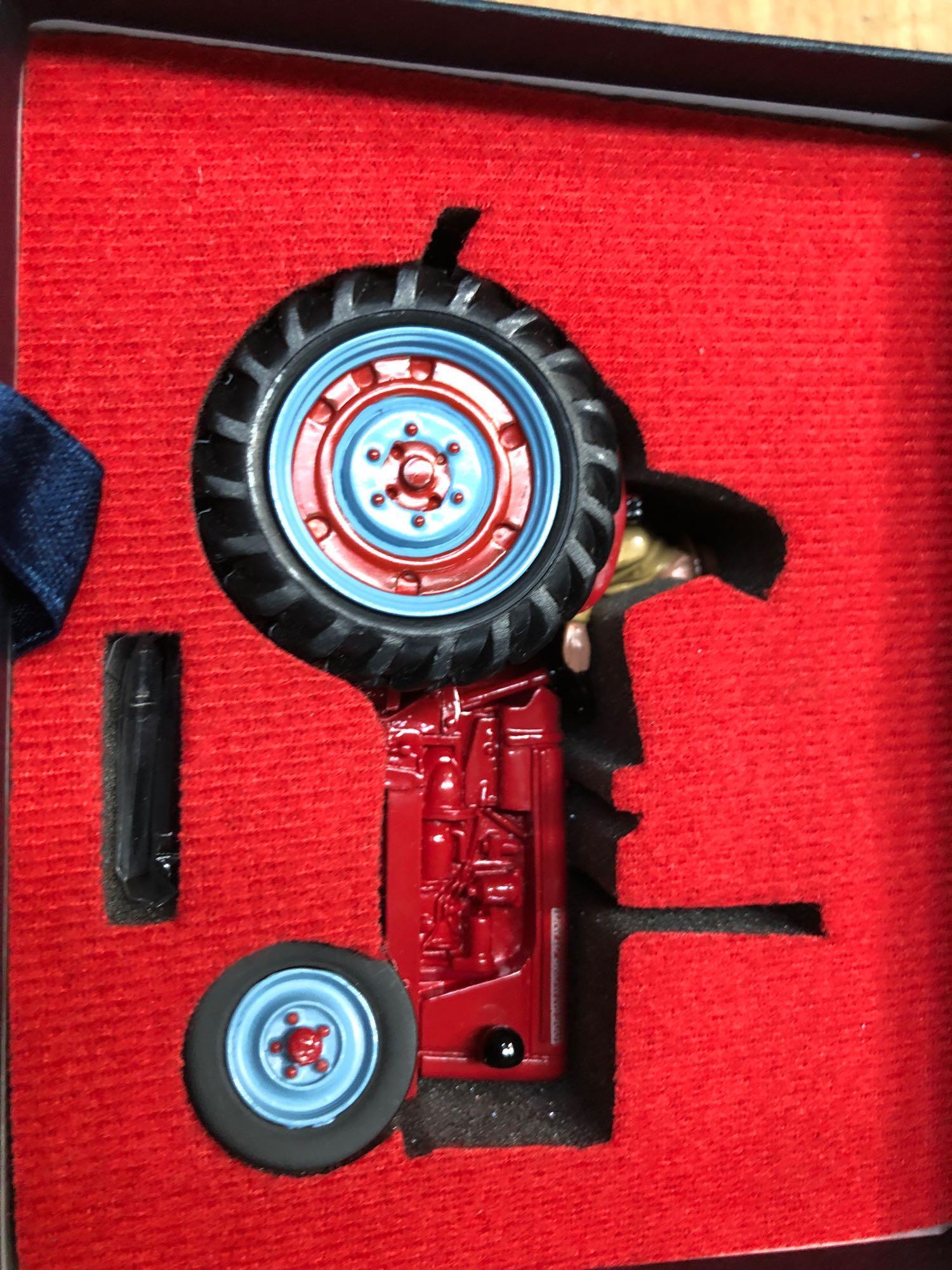 BOX 11 VARIOUS TRACTORS ETC (AF) - Image 11 of 12