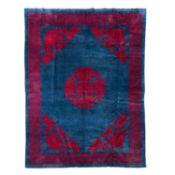 China Teppich, 260x205 cm.Ein florales, rotes Blütenmedaillon und entsprechende Blüt