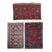 Drei orientalische, dörfliche Knüpfarbeiten.1 türkischer Dösemaldi, 187x112 cm/1 p