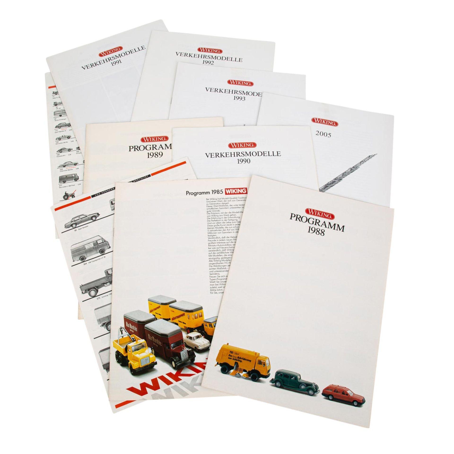 WIKING Konvolut von 25 Fahrzeugen im Maßstab 1:87,in rotem Wiking-Sammelkasten, versc - Bild 3 aus 3