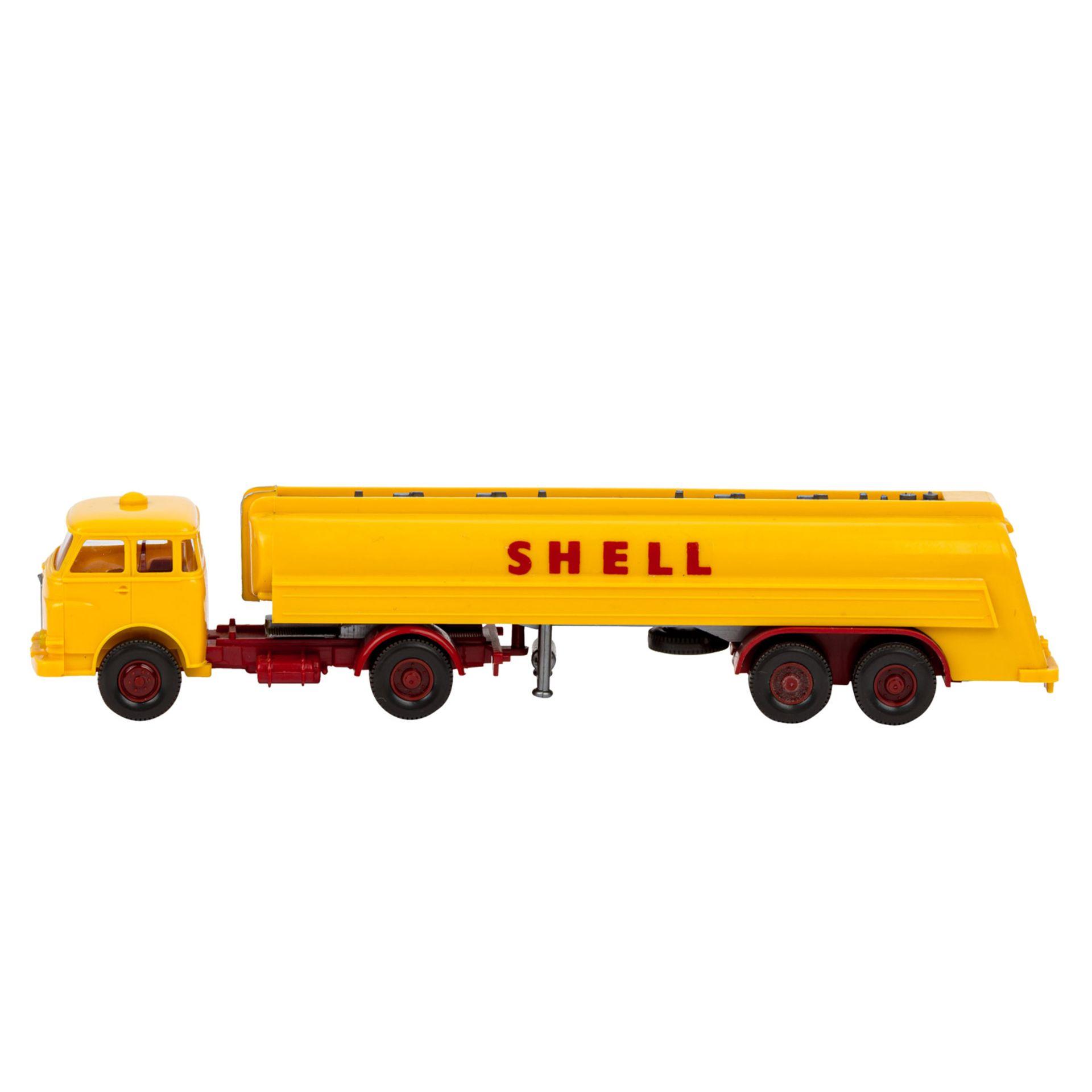 WIKING Shell-Tanksattelzug MAN 10.230, 1966,großer Shell-Tankzug, Zugmaschine mit int - Image 2 of 5