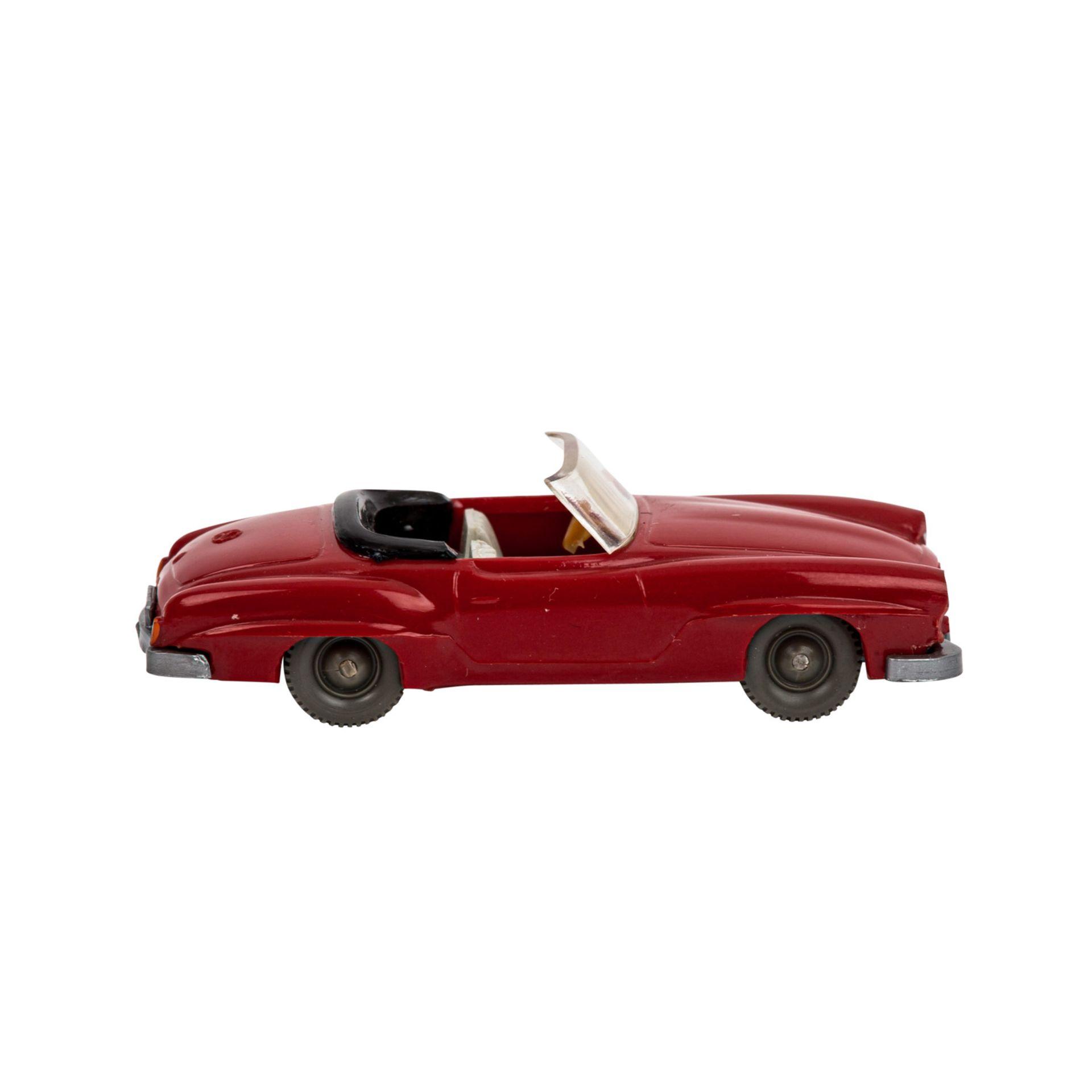 WIKING Mercedes 190 SL Cabrio, 1962-64, rote Karosserie, schwarzes Verdeck mit grauweißer - Image 4 of 5