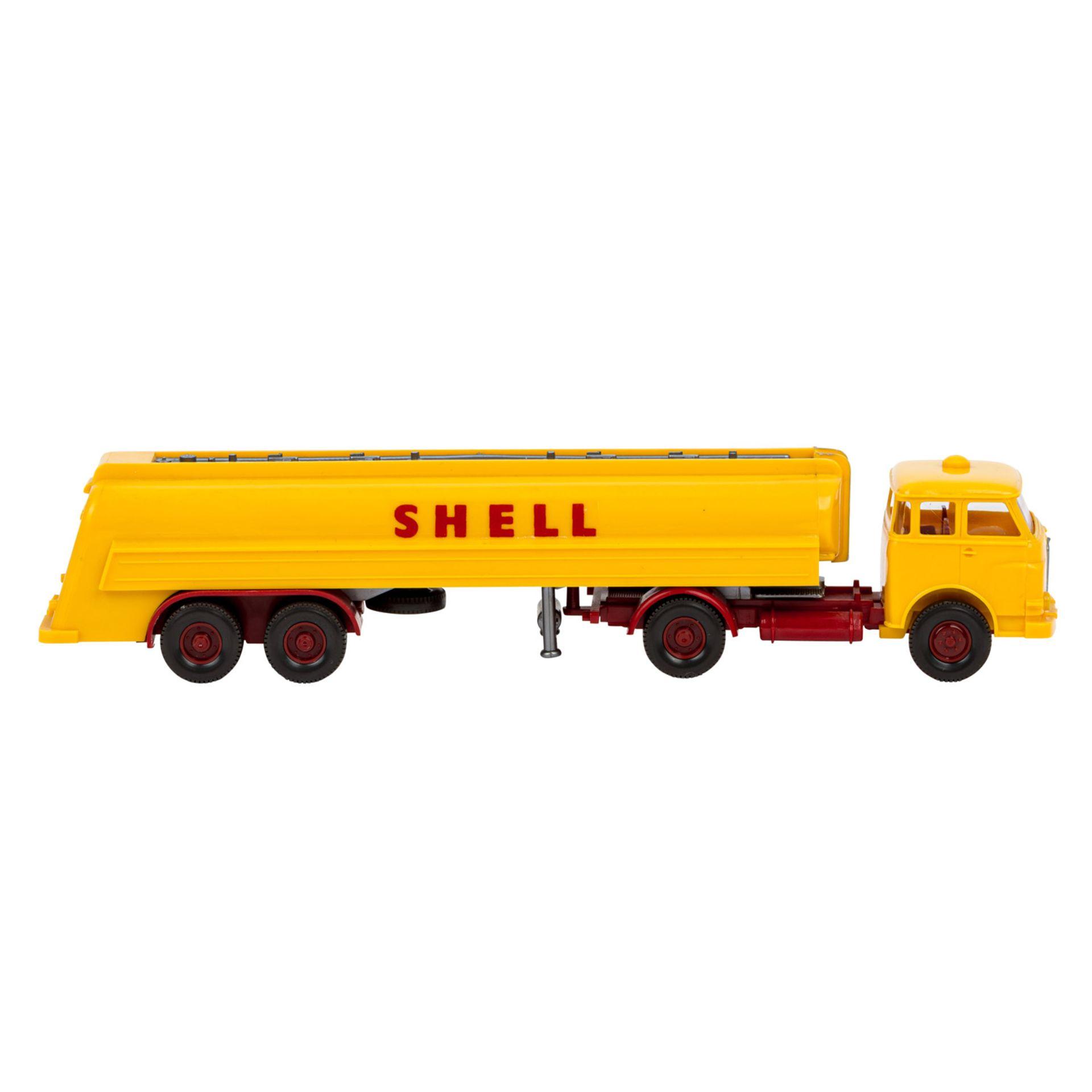 WIKING Shell-Tanksattelzug MAN 10.230, 1966,großer Shell-Tankzug, Zugmaschine mit int - Image 4 of 5