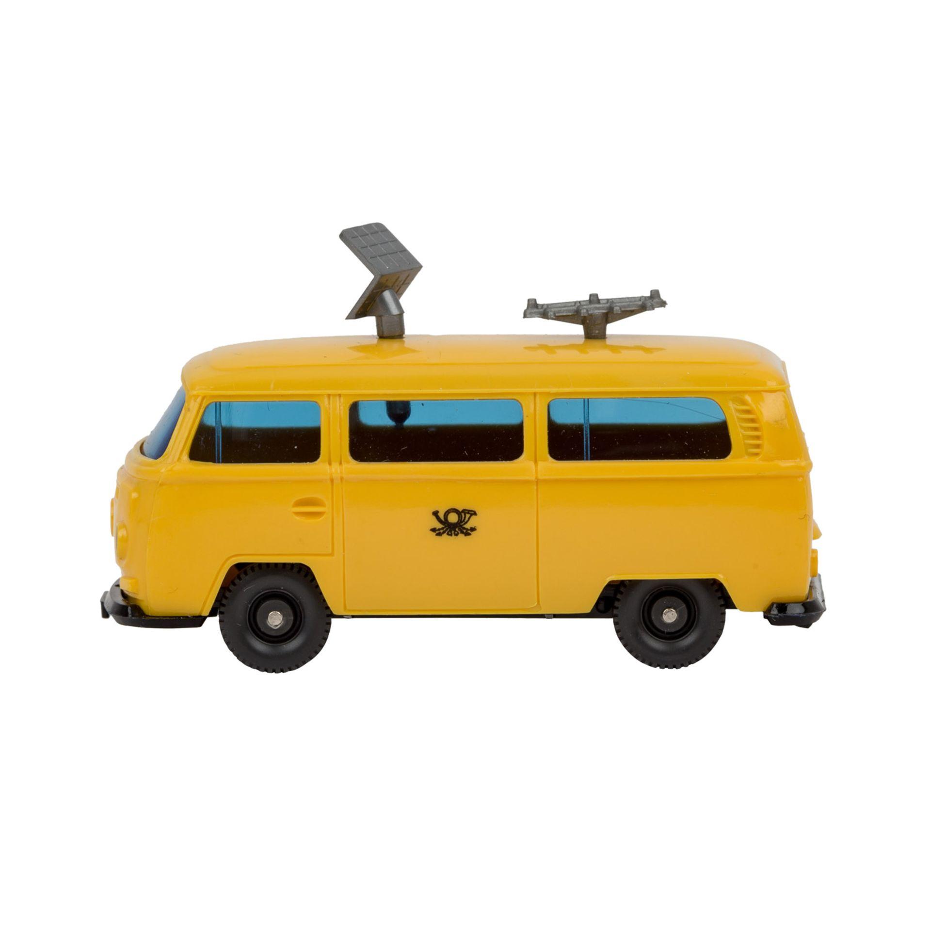 WIKING VW Bus T2 'Funkmesswagen', 1972-77,gelbe Karosserie, blaugetönte Verglasung, s - Image 2 of 5