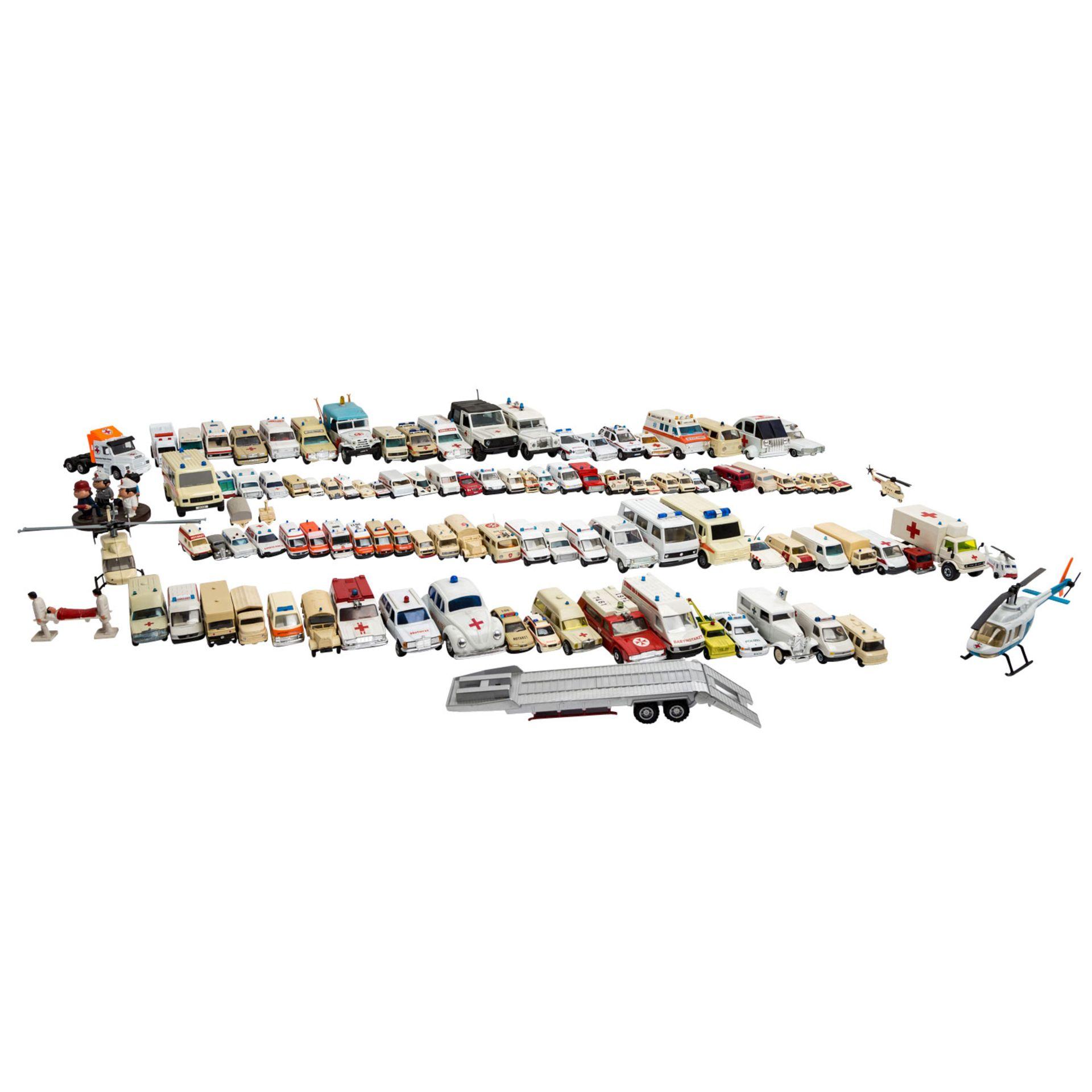 MATCHBOX/WIKING/HERPA u.v.a. Konvolut von ca. 100 Rettungsdienst-Modellfahrzeugen im Maßstab 1:87 bi