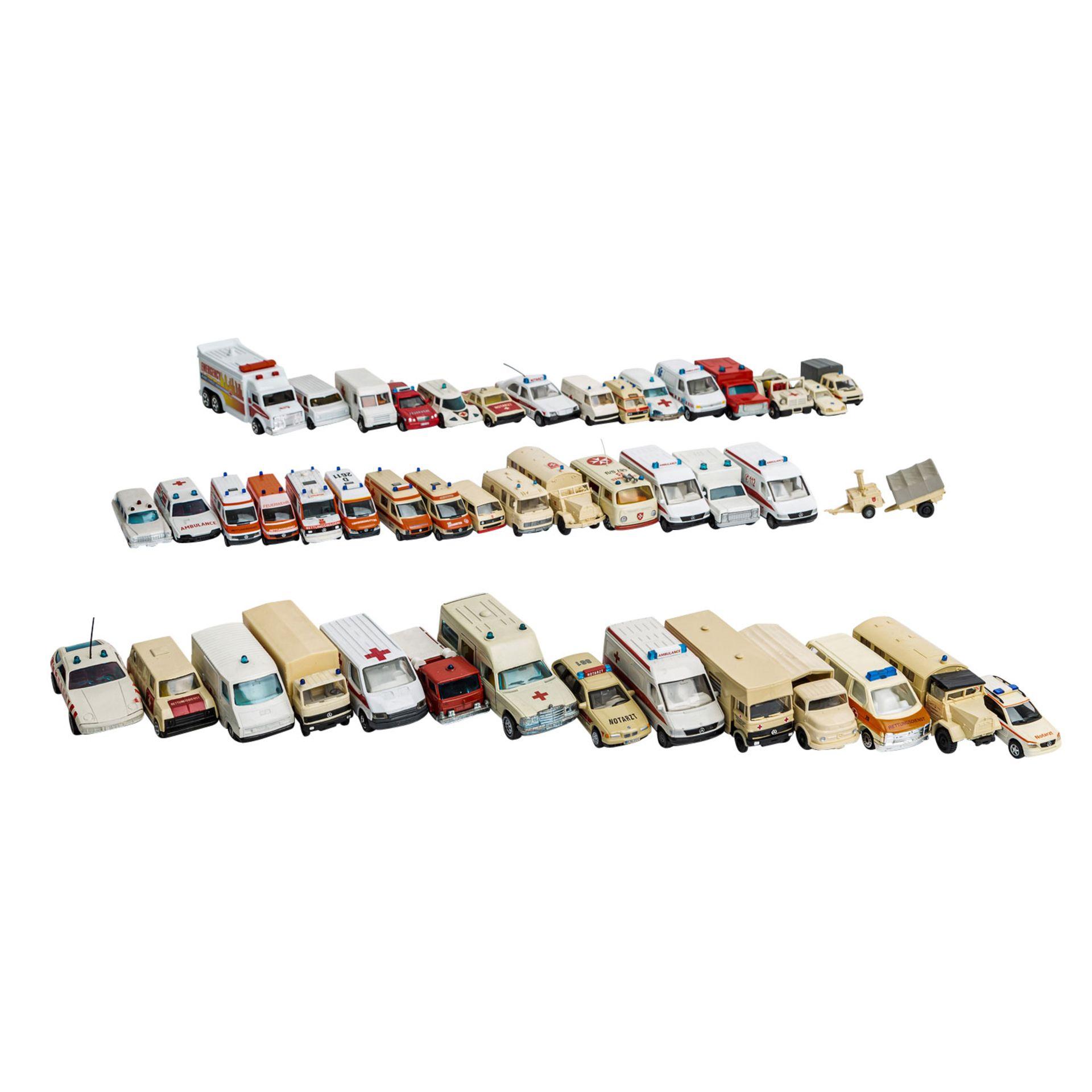 MATCHBOX/WIKING/HERPA u.v.a. Konvolut von ca. 100 Rettungsdienst-Modellfahrzeugen im Maßstab 1:87 bi - Image 7 of 7