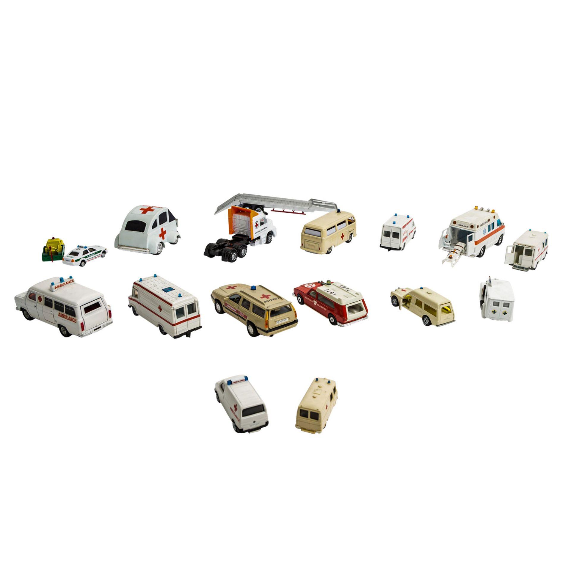MATCHBOX/WIKING/HERPA u.v.a. Konvolut von ca. 100 Rettungsdienst-Modellfahrzeugen im Maßstab 1:87 bi - Image 3 of 7