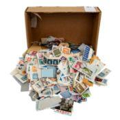Interessanter Posten an meist noch nicht abgelösten Briefmarken auf Briefstücken, au