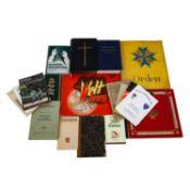Bücherkonvolut mit 3 Zigarettenbilderalben, darunter die Ausgaben Uniformen der Alten