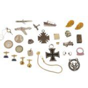 Konvolut Kleinteile, tlw. Silber, größtenteils unedles Metall, 224 gr, 20. Jahrhunde