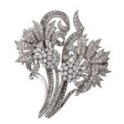 Große Blumenbrosche mit zahlreichen Diamantenim Achtkant- und Übergangsschliff zus.