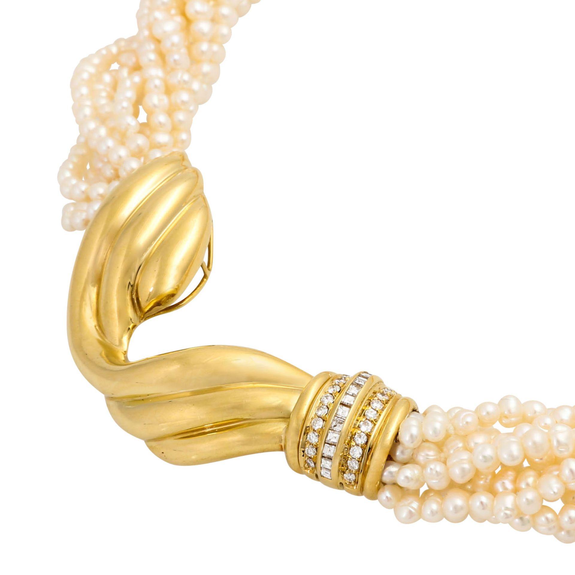Perlencollier mit Mittelteil besetzt mit Diamanten von zus. ca. 0,45 ct, Brillant- u. - Image 3 of 5