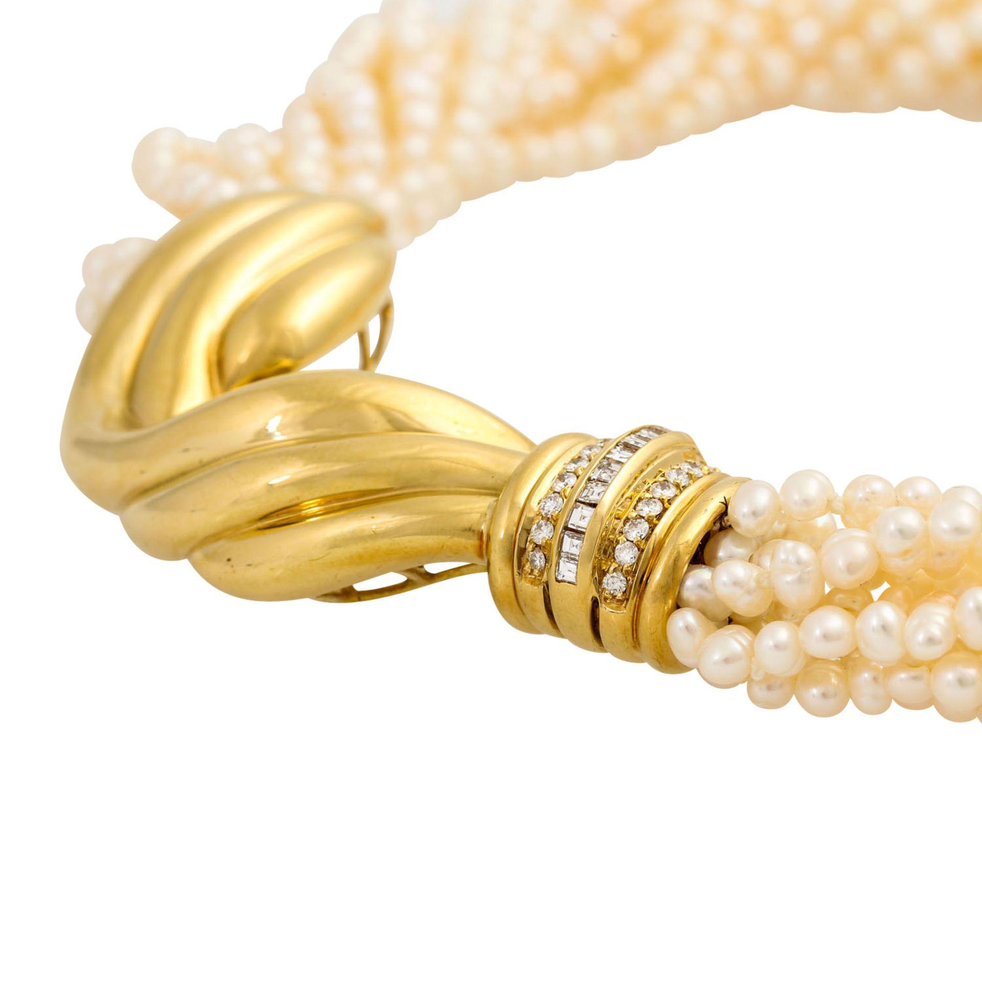 Perlencollier mit Mittelteil besetzt mit Diamanten von zus. ca. 0,45 ct, Brillant- u. - Image 4 of 5