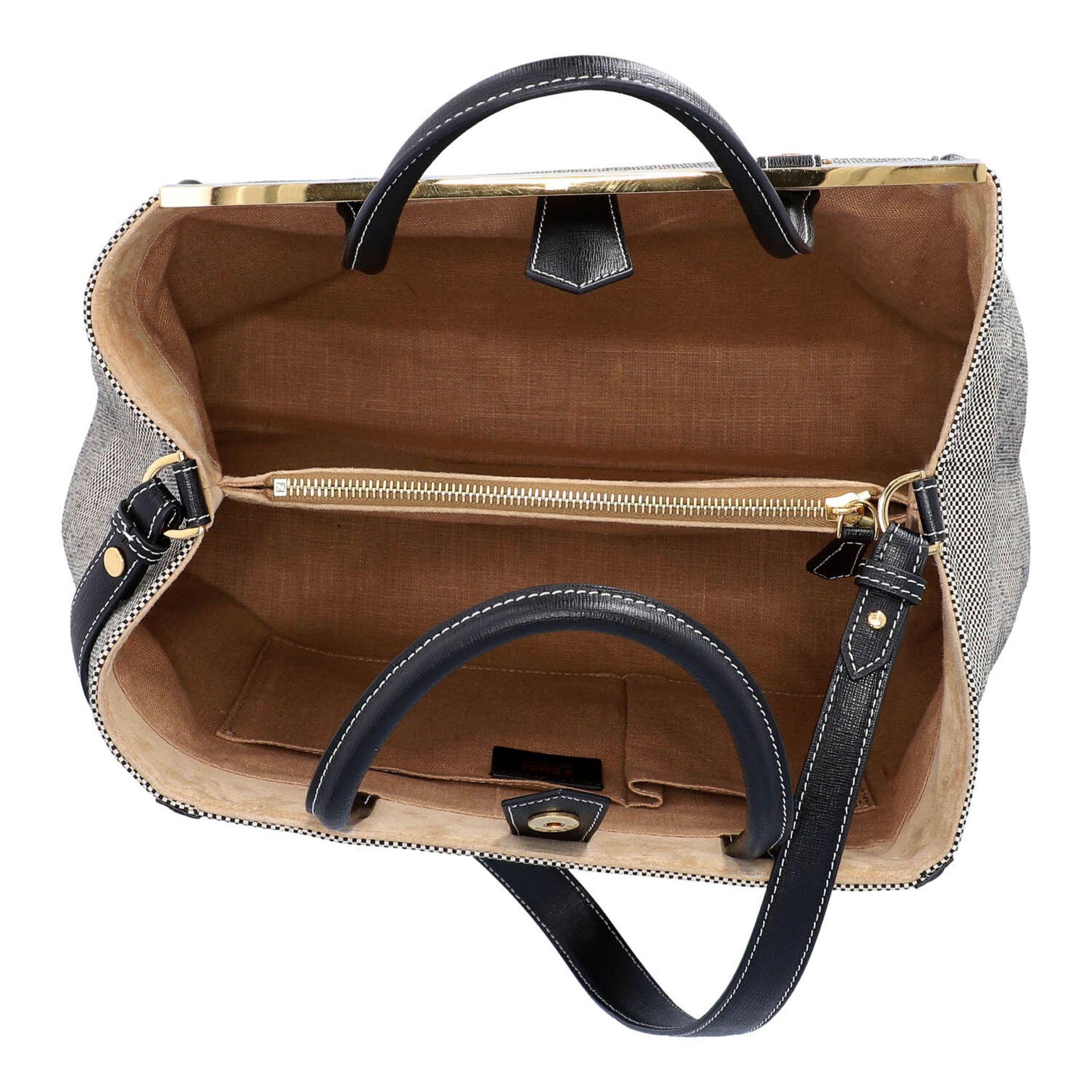 FENDI Handtasche, NP. ca.: 1.900,-€. Gewebtes Textil in Schwarz/Weiß mit schwarzem - Image 6 of 8