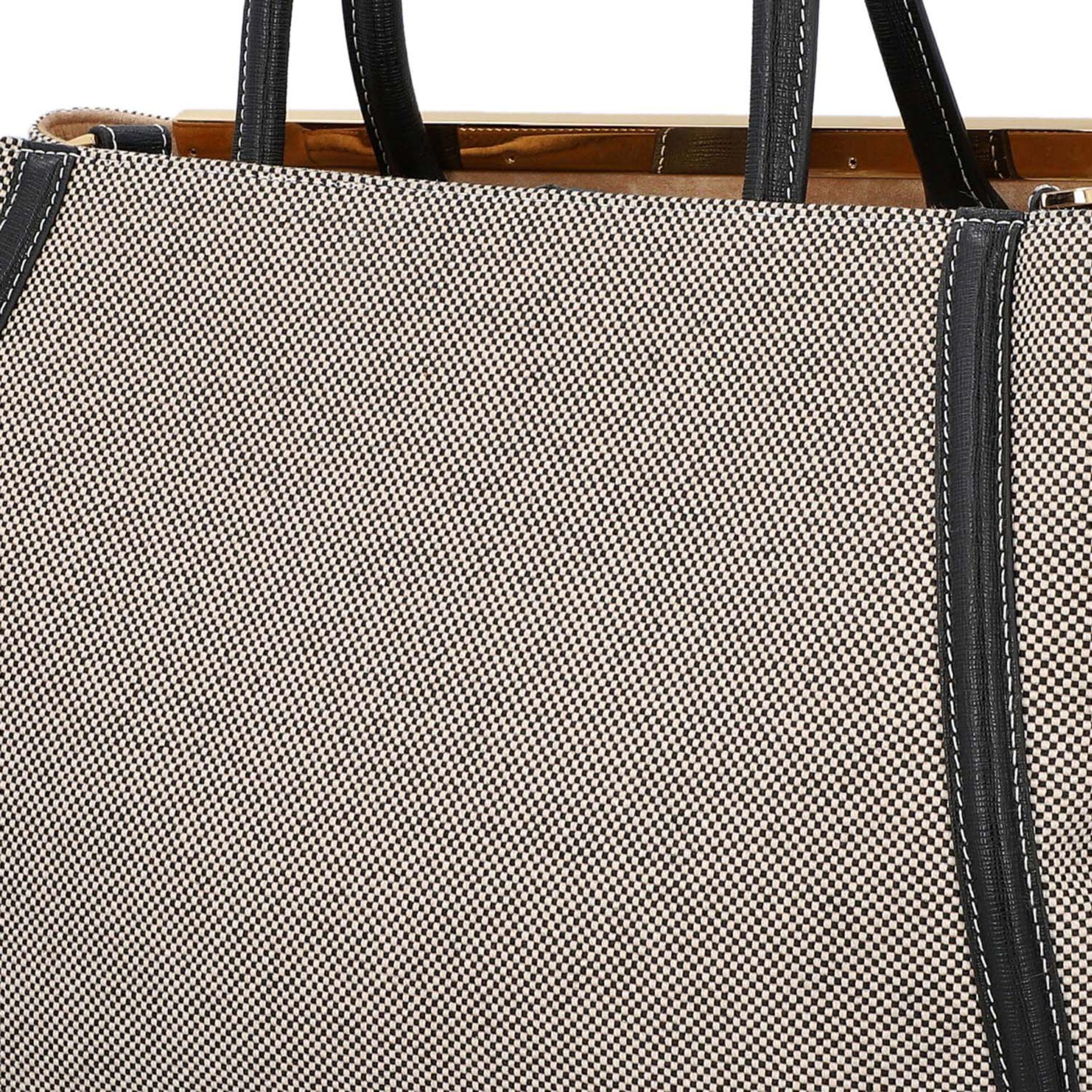 FENDI Handtasche, NP. ca.: 1.900,-€. Gewebtes Textil in Schwarz/Weiß mit schwarzem - Image 7 of 8