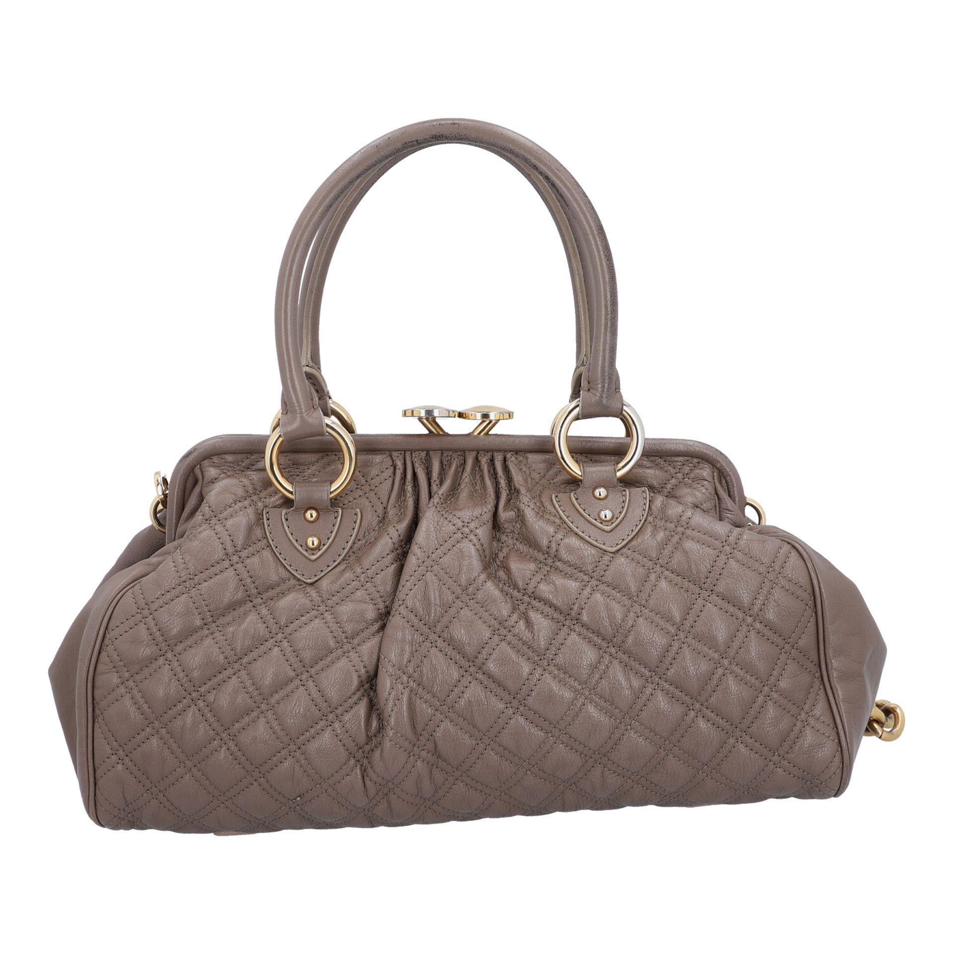 MARC JACOBS Handtasche. Leder in Elefantengrau mit goldfarbener Hardware und Rautenste - Image 4 of 8