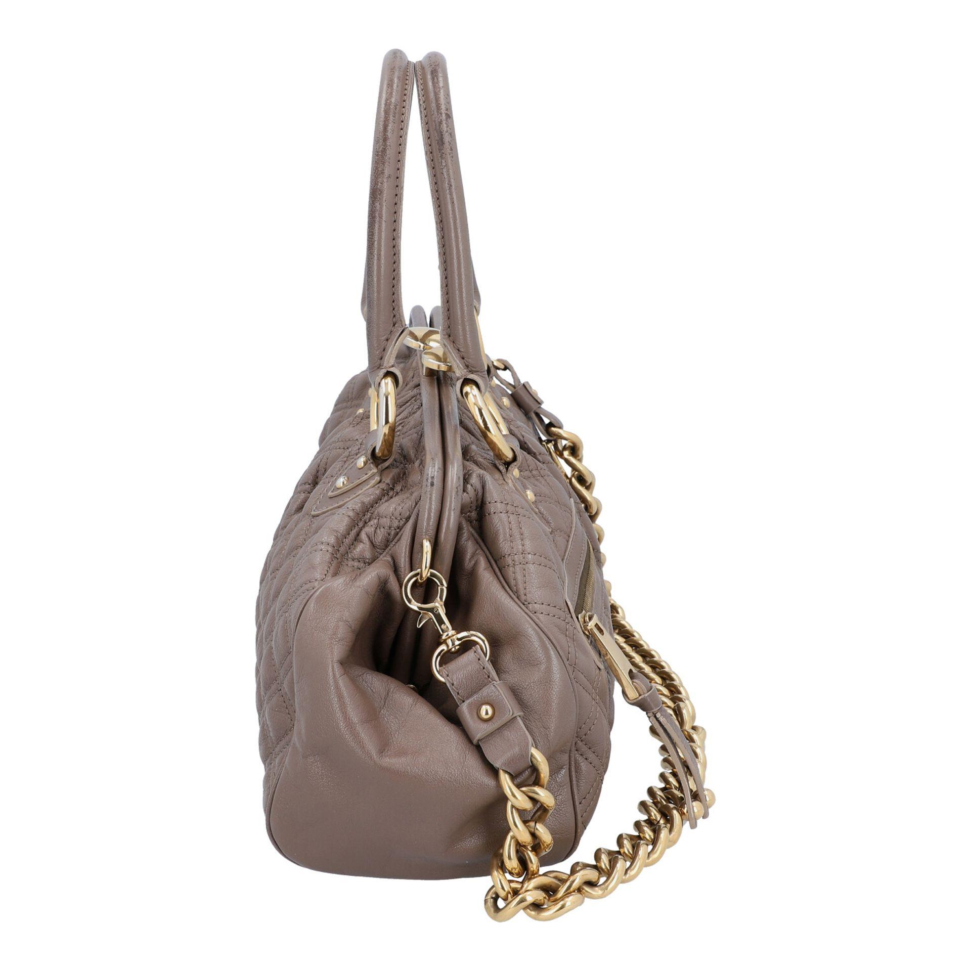 MARC JACOBS Handtasche. Leder in Elefantengrau mit goldfarbener Hardware und Rautenste - Image 3 of 8