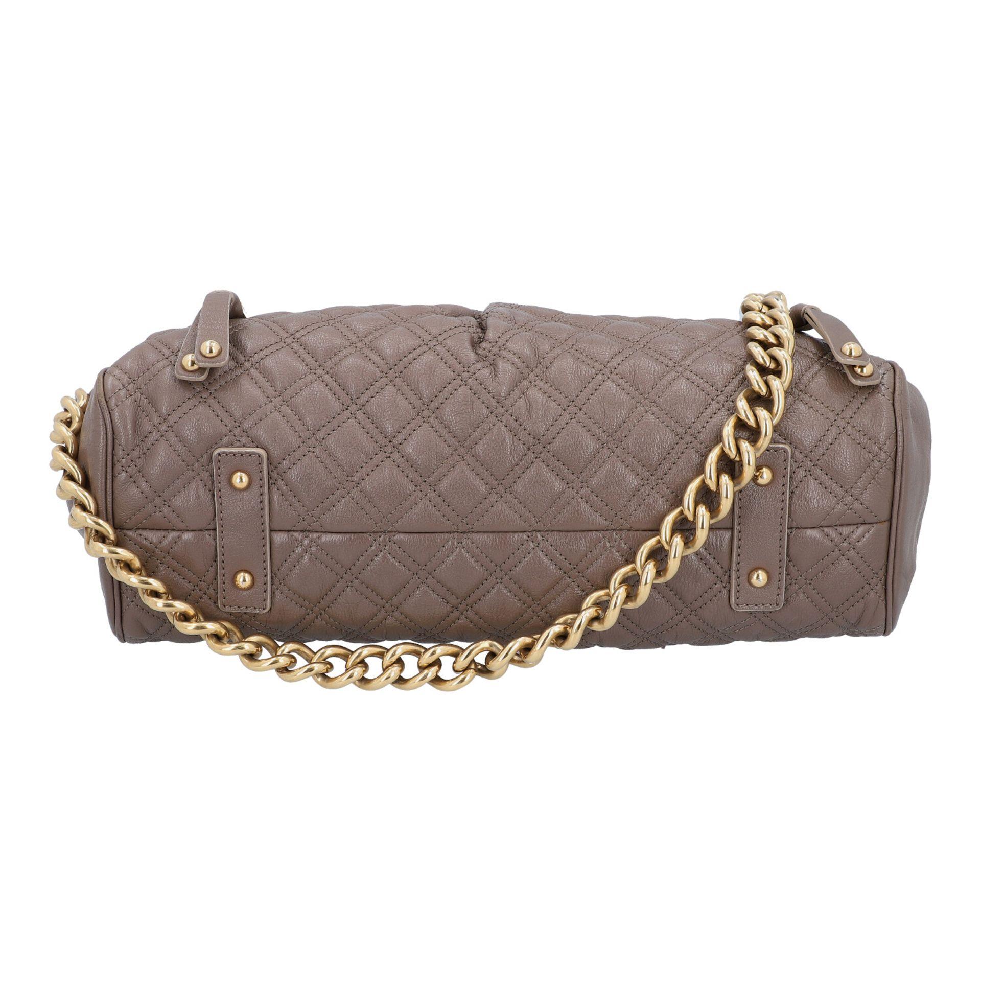 MARC JACOBS Handtasche. Leder in Elefantengrau mit goldfarbener Hardware und Rautenste - Image 5 of 8