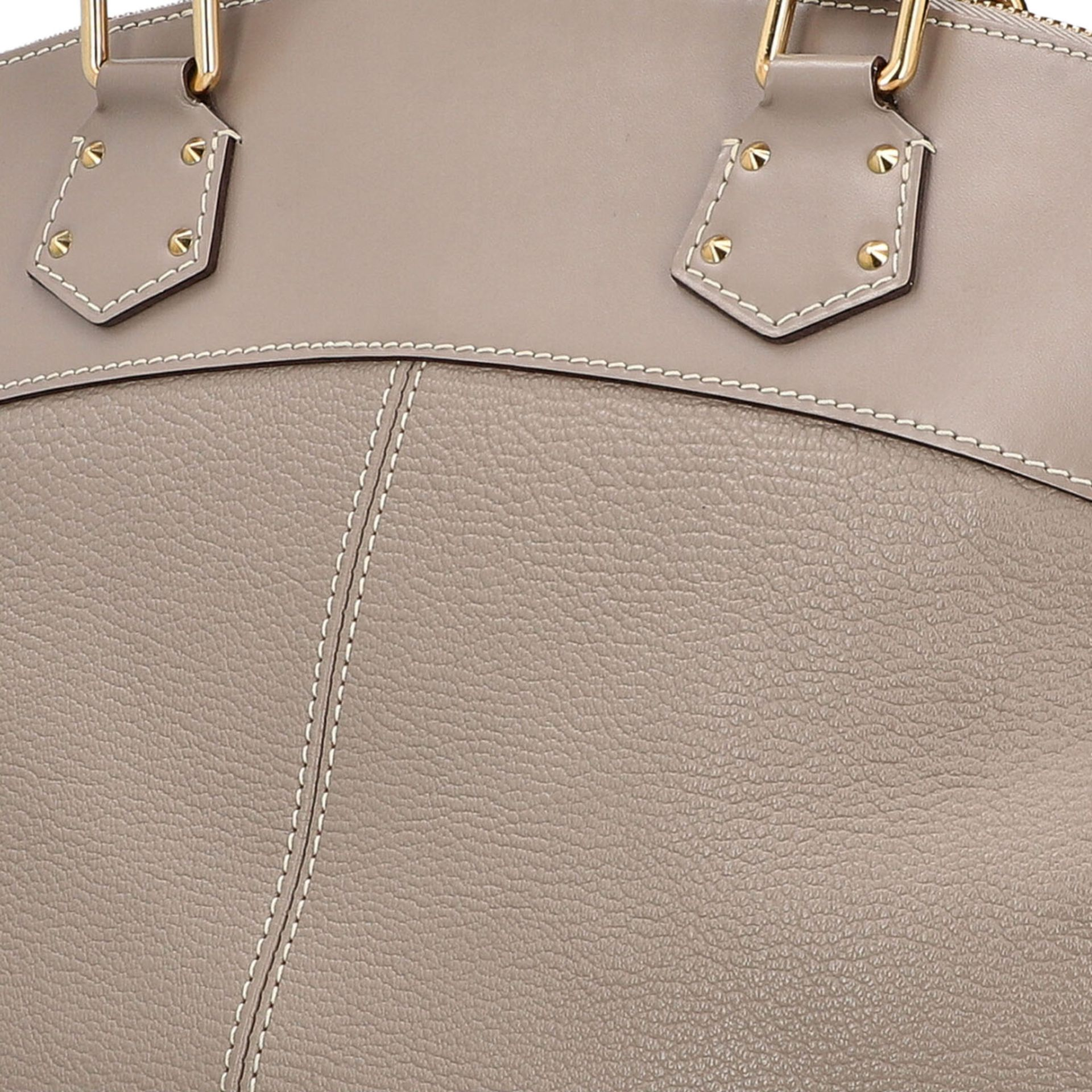 "LOUIS VUITTON Henkeltasche ""LOCK IT GM"", Koll.: 2007. Modell aus taupefarbenem Suhali- - Image 7 of 8"