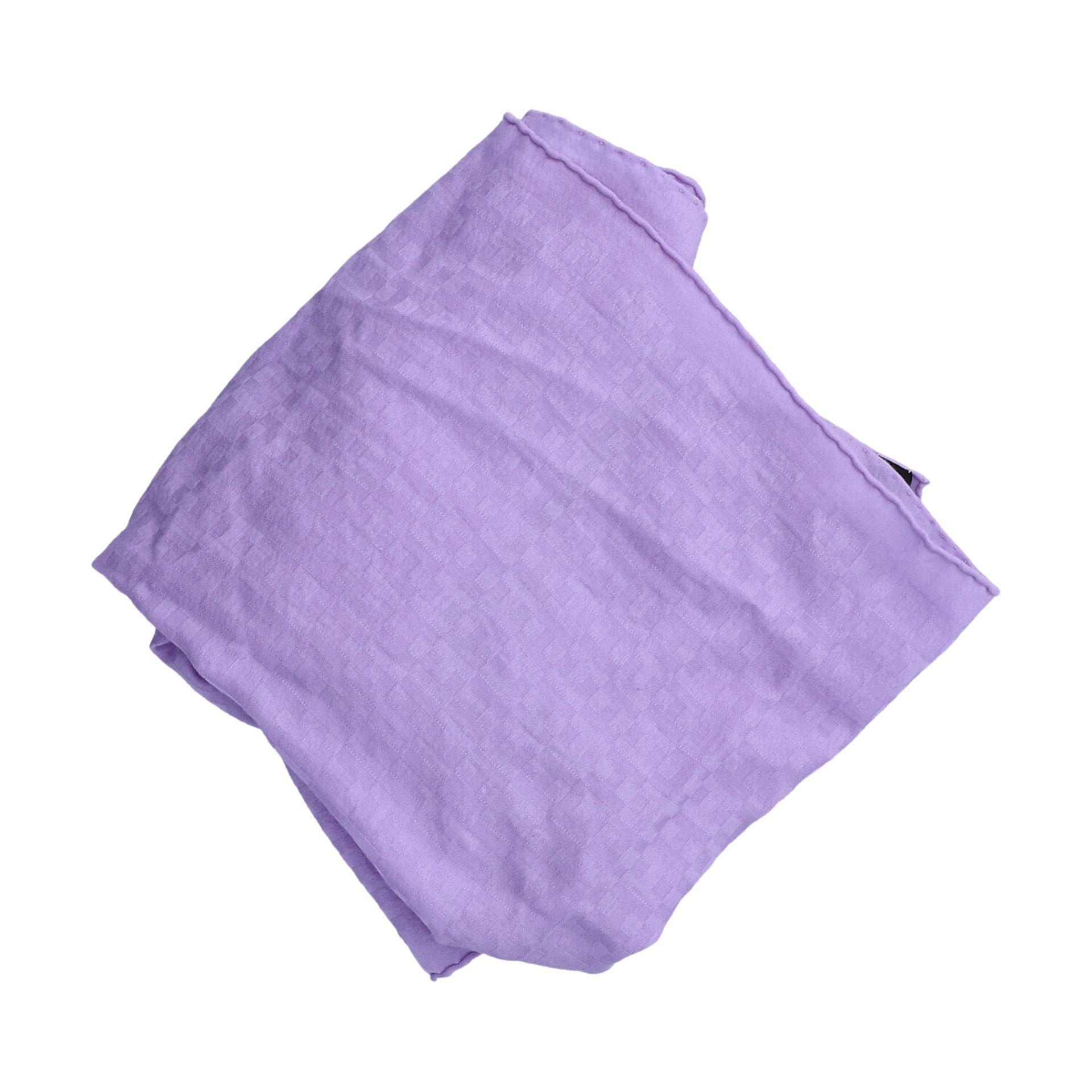 HERMÈS Langschal. 70% Kaschmir, 30% Seide in Violett mit H-Logo Struktur. 47cmx120cm. - Image 3 of 3