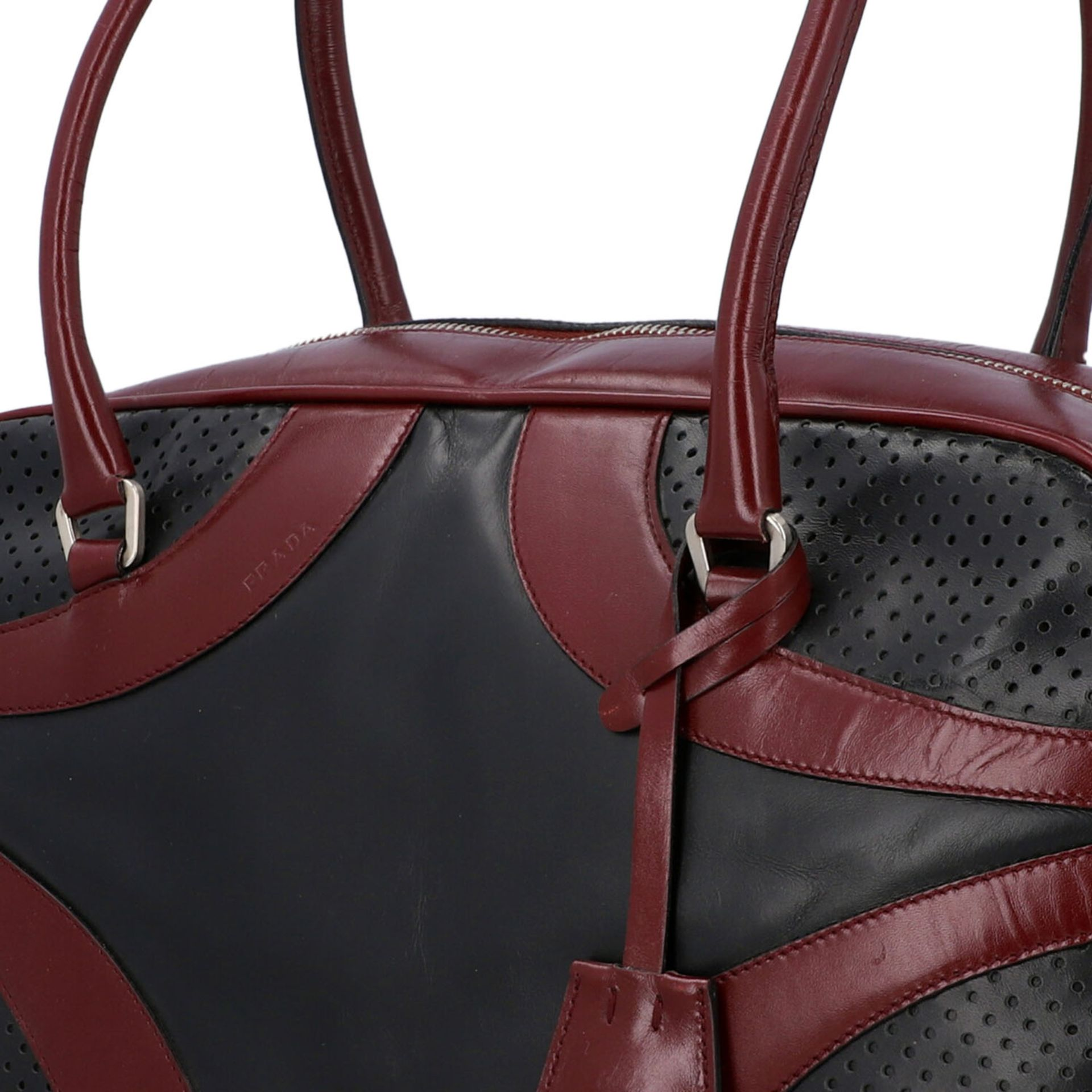 PRADA Handtasche. Glattleder in Schwarz und Bordeaux mit silberfarbener Hardware, umla - Image 7 of 8