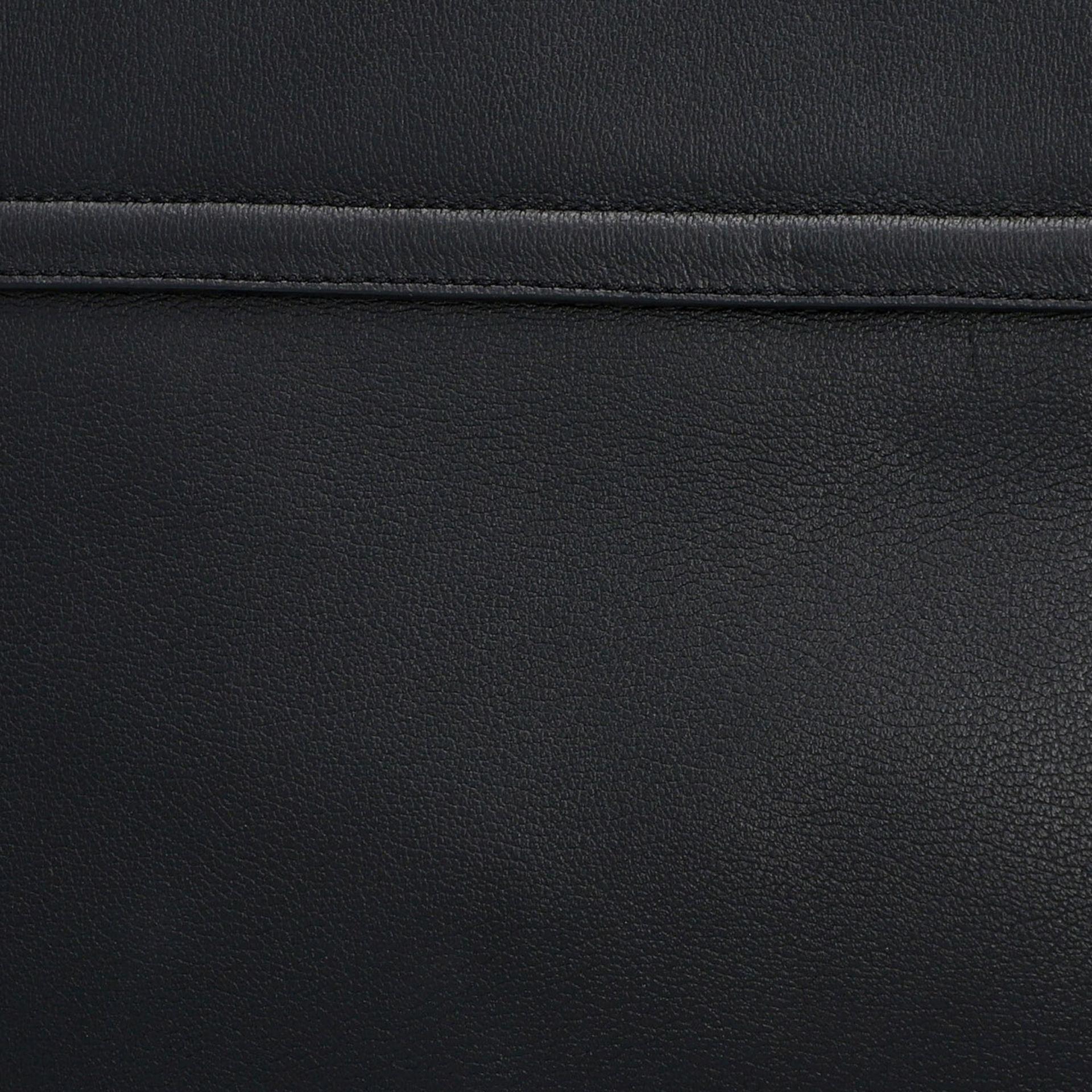 TOM FORD Clutch, NP. ca.: 1.900,-€. Schwarzes Leder mit Reißverschluss Außenfach a - Image 6 of 7