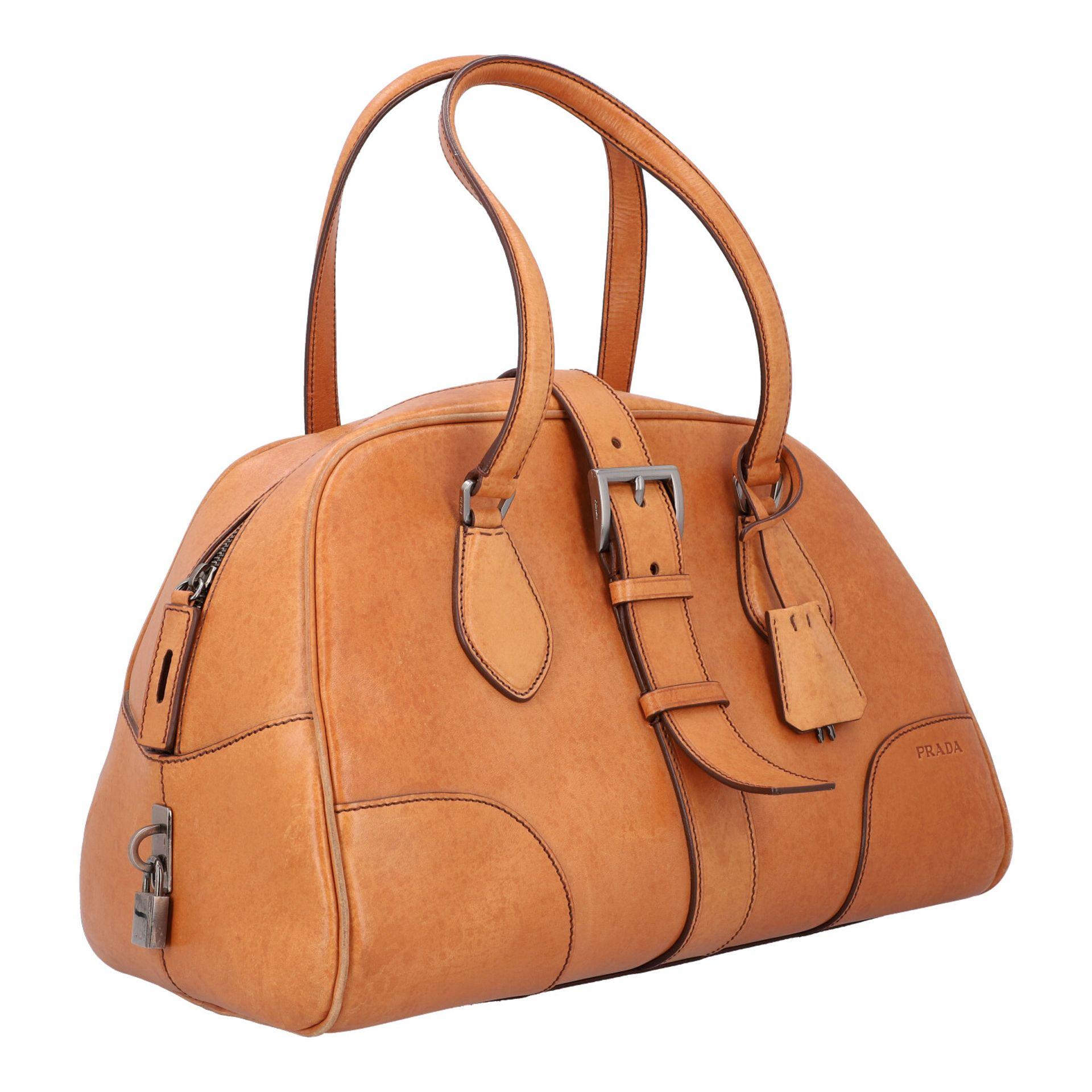PRADA Handtasche. Glattleder in Beige mit silberfarbener Hardware, stabiles Modell mit - Image 2 of 8