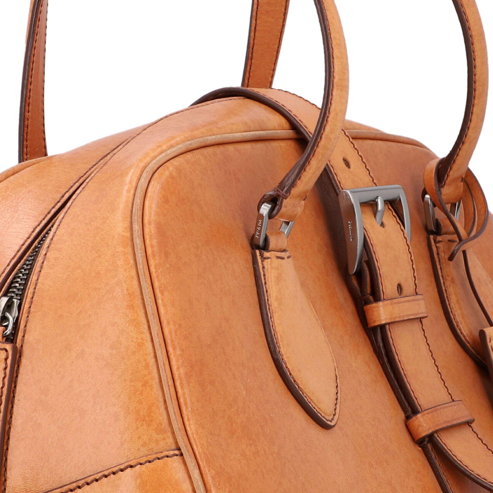 PRADA Handtasche. Glattleder in Beige mit silberfarbener Hardware, stabiles Modell mit - Image 8 of 8