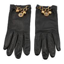 HERMÈS VINTAGE Handschuhe, Gr. 7,5. Softes Leder in Schwarz mit goldfarbener Gliederk